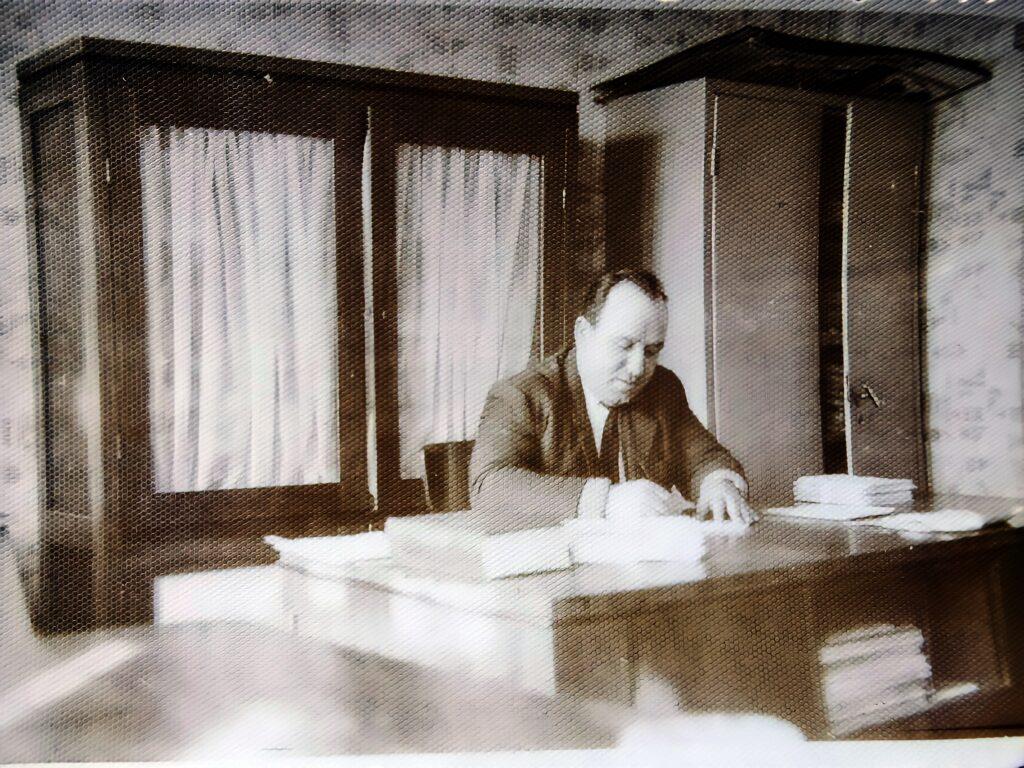 Dumitru Borfotină, bunicul actualului primar, a condus Primaria Cristeste intre anii 1963-1979